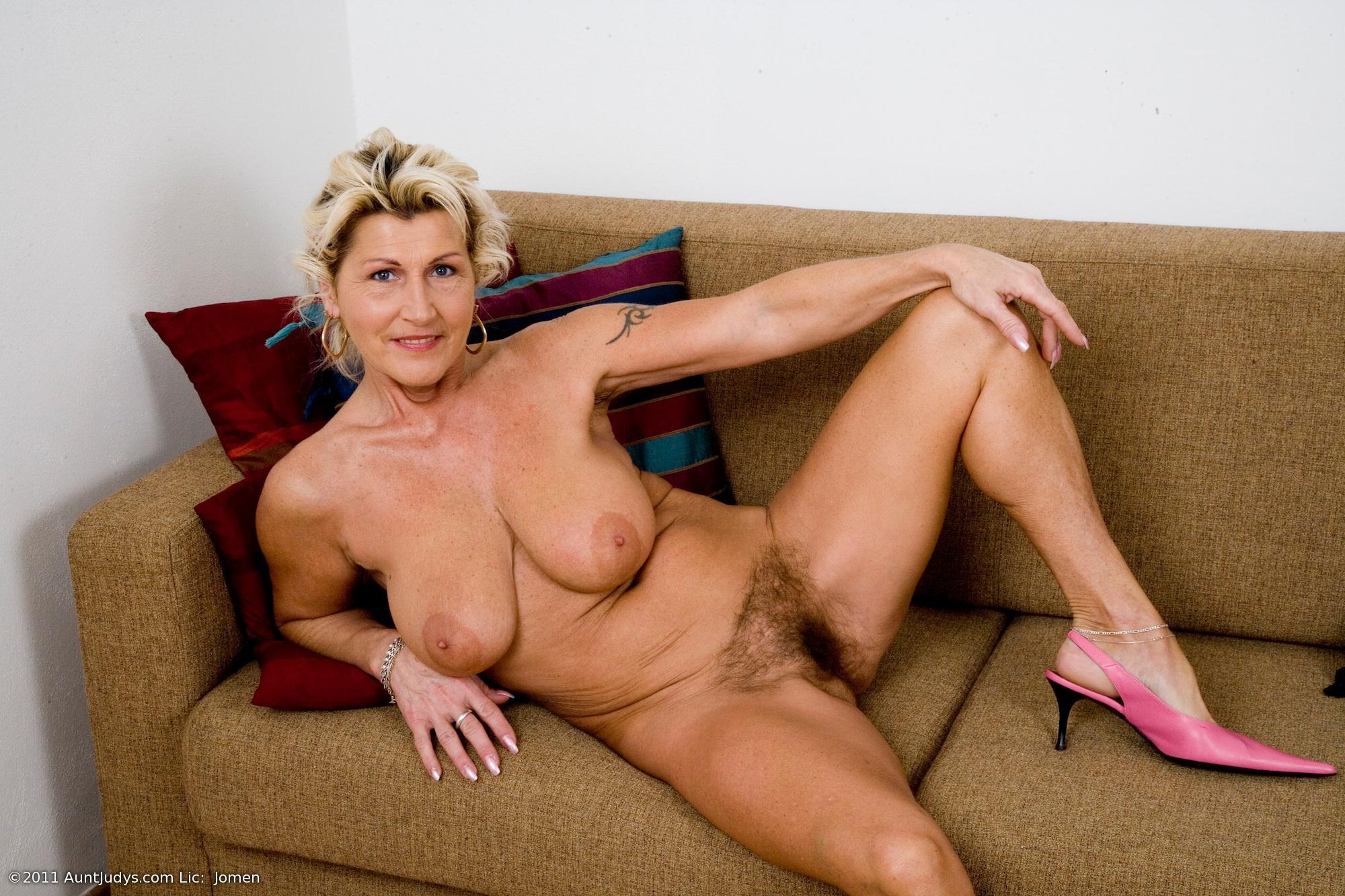 Mila jovovich tits